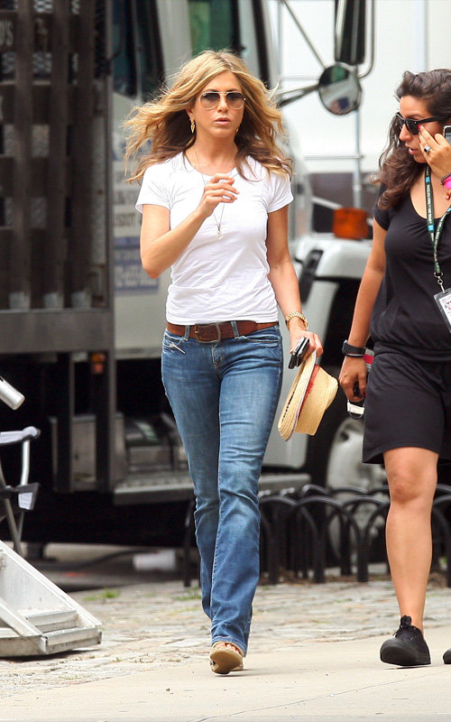 Celebrity style jennifer aniston the impressionist 39 s Jennifer aniston fashion style pictures